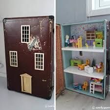 A doll house forms an integral part of a girl's toy collection. Go through the factors you need to know for buying the right doll house set for your girl. Diy Dollhouse, Dollhouse Furniture, Dollhouse Miniatures, Fall Crafts, Christmas Crafts, Diy Crafts, Toddler Crafts, Crafts For Kids, Barbie Doll House