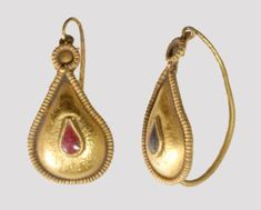 Pair of Roman gold with garnet earrings, 2nd century A.D.
