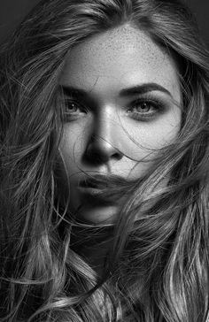 Face Photography, Photography Women, Black And White Portraits, Black And White Photography, Girl Face, Woman Face, Black And White Girl, Beauty Portrait, Female Portrait Poses