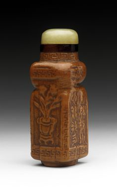Chinese snuff bottle (Biyanhu) with body from a moulded gourd, and a jade stopper.  Source: Wikipedia