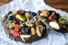 Postres fáciles, fruta con chocolate Postres fáciles y deliciosos de fruta fresca y chocolate, una opción rica y nutritiva para toda la familia. No te pierdas estos postres fáciles.
