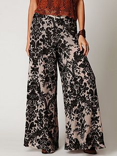 love these pants! I'd pair it with a different top, though.