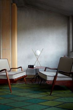 Nina Yashar, owner of the Nilufar Gallery in Milan, one of Italy's top design showrooms, home in Città Studi, Milan. Mid Century Chair, Mid Century Furniture, Interior Architecture, Interior And Exterior, Modern Furniture, Furniture Design, Modern Chairs, Furniture Upholstery, Midcentury Modern