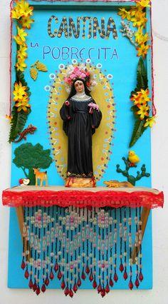 Cantina la pobrecita. Altar en madera con objetos. 30X60cm