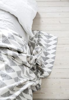 Loving this super cute geometric blanket.