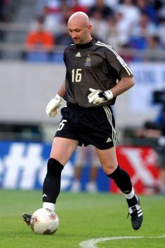 Fifa, Buffon Goalkeeper, Fabien Barthez, Sporting Live, International Football, Retro Football, Sport Icon, Football Players, Champion