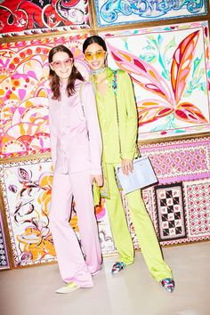 See the complete Emilio Pucci Resort 2018 collection.