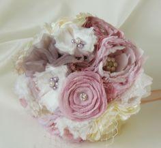 www.hand-madetocados.com Ramo de novia vintage broche, ramo joya, bouquet joya,bouquet vintage
