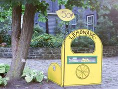 How to Build a Deluxe Lemonade Stand   DIY