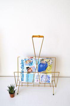 Porte-revues vintage en métal doré et poignée bambou de la boutique atelierdelachoisille sur Etsy