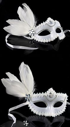 Máscara veneciana blanca con pluma y encaje Venetian Masquerade, Venetian Masks, Mardi Gras, Masquarade Mask, Stylish Dresses For Girls, Masquerade Ball Party, Touch Of Gray, Beautiful Mask, Father Daughter Dance