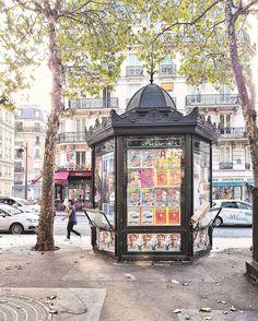 Les kiosques à journaux parisiens