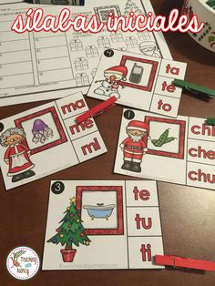 Your students are going to love working at these 5 initial syllable Christmas stations! These stations are perfect to use during Spanish language arts rotations. Students can work with these stations independently.