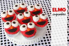 Elmo Cupcakes…… Oh My Goodness, these are so cute! Saving this one for the little ones birthdays in the future :)