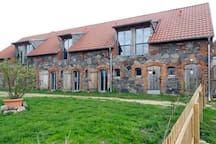 Die Fenster im Dach sind für Denkmalschutz erstaunlich! Werneuchen gehört doch auch zu Straussberg, oder?