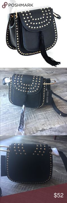 Steve Madden crossbody brookstar nwt purse handbag Steve Madden crossbody brookstar nwt purse handbag black with good accent leather handbag . With fringe accent . Still has plastic wrap and tags retail 98 non smoking pet free home . Inside zipped pocket. 8x7x4 Steve Madden Bags Crossbody Bags