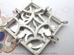 Attacher avec du fil de fer......une technique que beaucoup d'artisans gagneraient à adopter. Des milliers de fois plus efficace et plus rapide que l'usage de pince croisée lors des soudures.