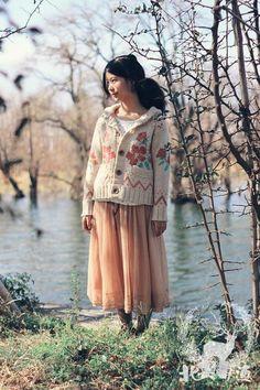 cute sweater n flowy skirt