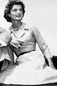 Jacqueline Kennedy Onassis - jackie o - style icon - fashion - pictures