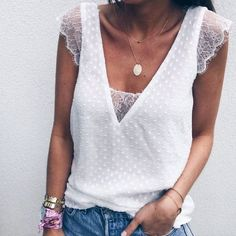 Casual V-Neck Lace Patchwork Short-Sleeved T-Shirt Fashion Mode, Love Fashion, Fashion Looks, Fashion Outfits, Womens Fashion, Zara Tops, Mode Hippie, Diy Clothes, Clothes For Women