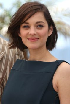 A New York woman convicted of stalking French actress MARION COTILLARD online has been sentenced to probation. Undercut Hairstyles Women, Latest Short Hairstyles, Pretty Hairstyles, Marion Cotillard Hair, Hair Inspo, Hair Inspiration, Celebrity Beauty, Face Hair, Gold Hair