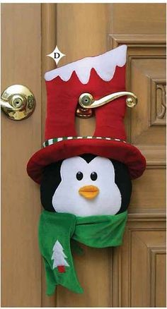 Navidad by adela Penguin Christmas Decorations, Felt Decorations, Felt Christmas Ornaments, Christmas Stockings, Christmas Holidays, Christmas Wreaths, Christmas Door, Christmas Sewing, Handmade Christmas