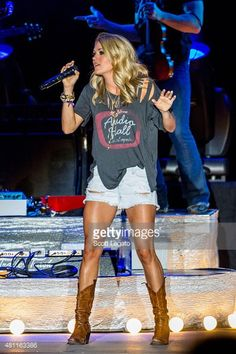 Carrie Underwood Concert Outfits 2016