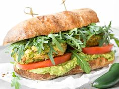 Fitness-Falafel-Guacamole-Sandwich Veggie Recipes, Great Recipes, Recipe Ideas, Easy Cooking, Cooking Recipes, Sandwiches, Healthy Snacks, Healthy Recipes, Food L