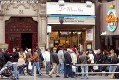 Cola para comprar lotería de Navidad de Doña Manolita (Madrid).