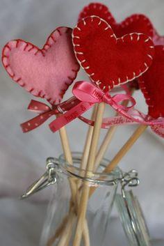 "Felt Valentine Sucker Tutorial (I'd call these a Valentine's wand myself ""Wand you be my Valentine? - Groan, I know!)"