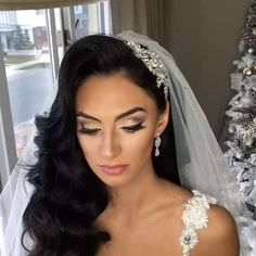 Had so much doing Marisa's makeup! Makeup by me hair by @senadakxo headpiece @bridalstylesboutique #kevynaucoin #bride #nycbride