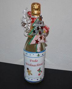 Geldgeschenk zu Weihnachten - Flasche mit Geldscheinen.