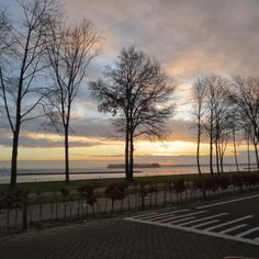 Almost every day a picture around 8 AM on our way to school: Februari 20 2014 picture taken 08:00