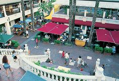 Outdoor Shopping in Coconut Grove (Miami, Florida)