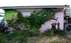 Όταν η street art συνεργάζεται με το αστικό τοπίο. Έργο του καλλιτέχνη WD street art στην Αθήνα.