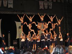 Bases stunting flyers stunting flyers..Woahh.<3