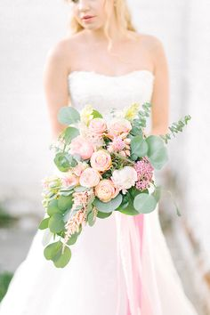 Pink bridal bouquet | Sofia Martynova | see more on: http://burnettsboards.com/2016/01/barbie-bridals/