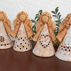 Andělky v krajkách - 2. Ceramic Pottery, Ceramic Art, Clay Candle Holders, Clay Angel, Pottery Angels, Diy Air Dry Clay, Ceramic Lantern, Diy Gifts, Handmade Gifts