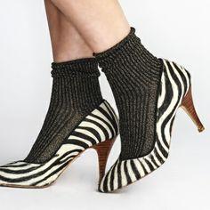 Cet hiver, on n'hésite pas à mixer escarpins et chaussettes chic/funky ! (Pas Chassé)