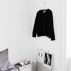 Bedroom details, magazines