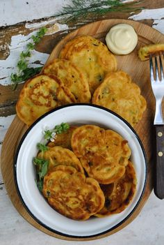 Super easy chickpea patties ingredients, gluten-free) Tasty, cheap and easy vegan recipes by Sandra Vungi - Delicious Vegan Recipes Vegan Patties, Chickpea Patties, Chickpea Fritters, Chickpea Salad, Chickpea Snacks, Chickpea Recipes Easy, Vegetarian Recipes, Healthy Recipes, Vegan Recipes Easy Cheap