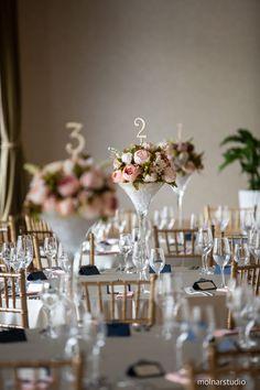 Pasztell színek, romantikus hangulat és a Díszterem páratlan szépsége <3   Ennél szebbet el sem tudnánk képzelni egy esküvőre! Ha Te is így látod, ismerd meg a Dísztermünket, kattints! Minden, Table Decorations, Home Decor, Elegant, Decoration Home, Room Decor, Home Interior Design, Dinner Table Decorations, Home Decoration