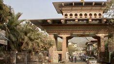 Bhutan und sein besonderer Reiz Schauen Sie sich hier unser Video an und träumen von Reisen zu entlegenen Zielen. Eine faszinierende Welt erleben Sie im Bhutan. Videos Bhutan, Videos, Pergola, Thailand, Outdoor Structures, Forts, Slovenia, Venice Italy, Viajes
