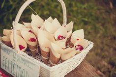 Cesta con conos de pétalos para tu boda  #wedding #bodas #boda #bodasnet #decoración #decorationideas #decoration #weddings #inspiracion #inspiration #photooftheday #love #beautiful #rice #confetticones #ricecones Wicker Baskets, Ideas Para, Love, Beautiful, Wedding Stuff, Crafts, Rice, Invitations, Paper Envelopes
