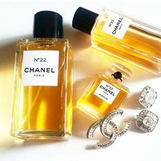 Today my number is... 💛  #chanel #ilovechanel #n22chanel #lesexclusifsdechanel  #love #beautymarinad #beautyeditor #beautyblogger #beautynews #beauty #niche #luxury #perfume #perfumelover #perfumeblogger #perfumeaddict