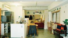 築29年77㎡の3LDKマンションを購入された30代ご夫婦。ふたりとも、ものづくりを得意としてきたこともあり、自然と「大学の製図室のような空間」に暮らしたいと考えていたそう。リノベーションで床面積の半分は気負いなく作業できる土間スペースに。