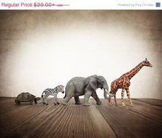 FLASH SALE til MIDNIGHT Nursery Decor, Baby animal art, Baby room ideas, Safari animals Turtle, Zebra, Elephant and Giraffe line