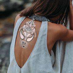 Tatouage mandala éphémère dansd le dos