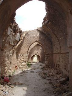 Hasankeft, Batman - Hasankeyf es una antigua ciudad y distrito ubicado a lo largo del río Tigris, en la provincia de Batman, al sureste de Turquía. Fue declarada Área de Conservación Natural por parte de Turquía en 1981.