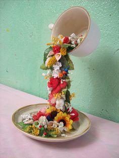 Taza floral centro de mesa.